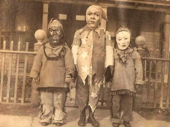 Creepy Halloween photos: 1940s Halloween costumes for kids