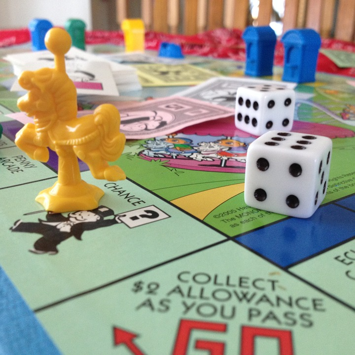https://pixabay.com/en/monopoly-junior-monopoly-board-game-600771/