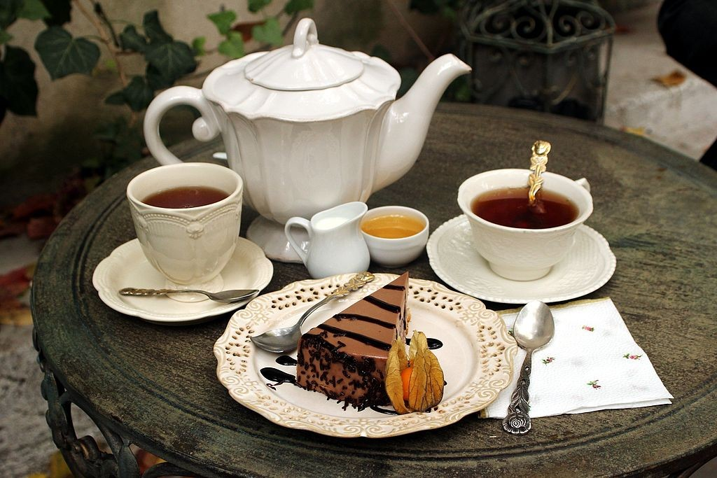 Conversation cafe - tea and cake