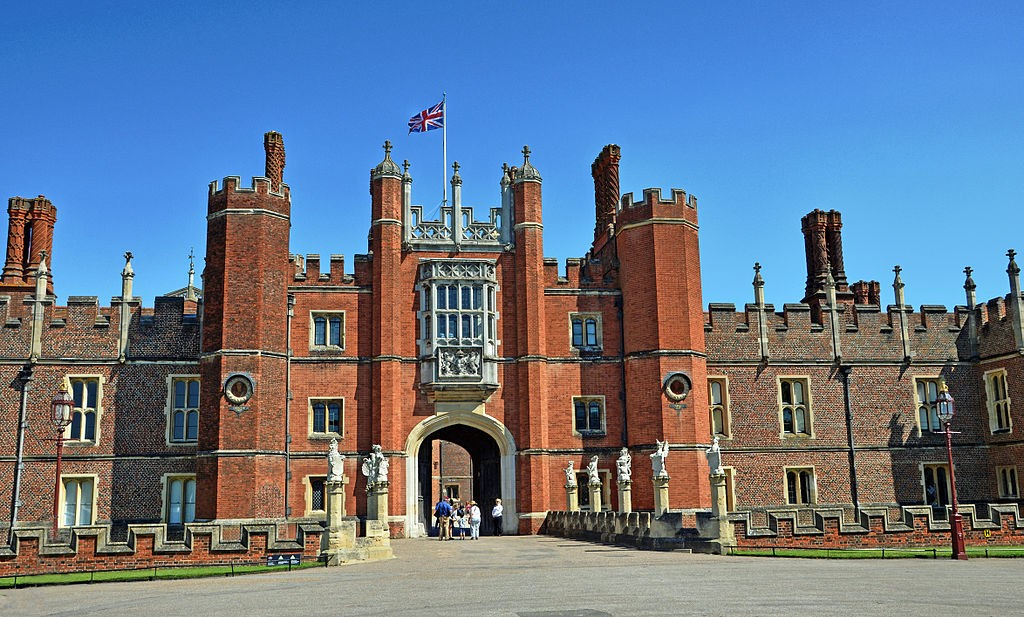 By Duncan Harris from Nottingham, UK (Hampton Court Palace) [CC BY 2.0 (http://creativecommons.org/licenses/by/2.0)], via Wikimedia Commons